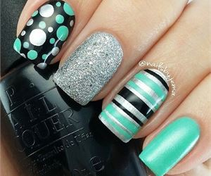 15 Super Cute Dots and Stripes Nail Designs - fashionsy.com
